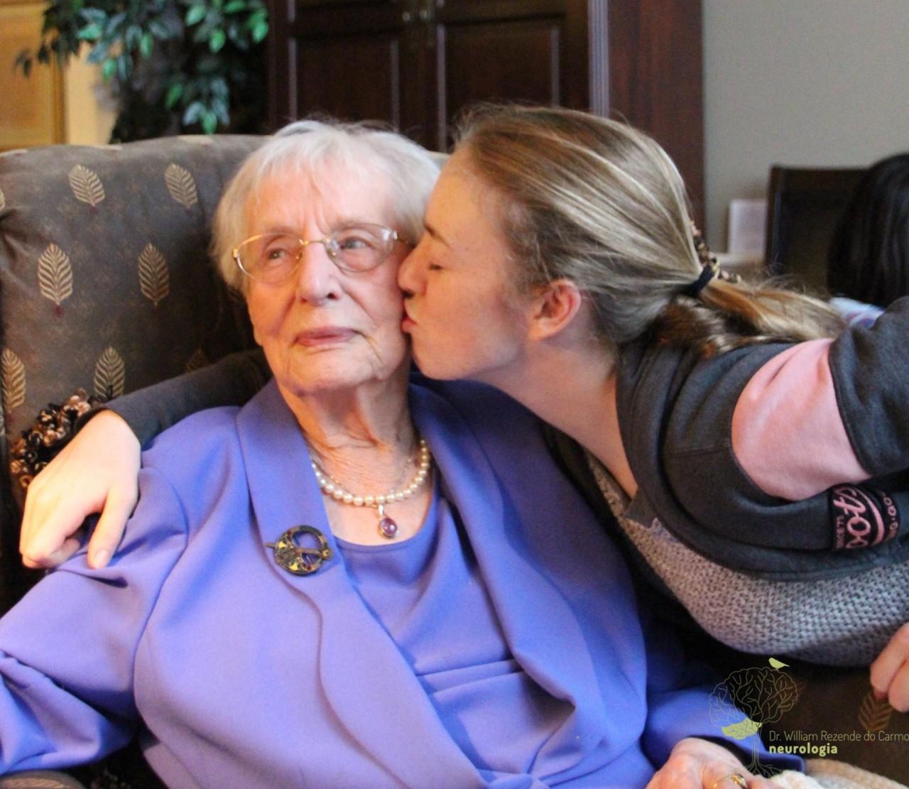 Paciente com Alzheimer precisa manter vínculos afetivos