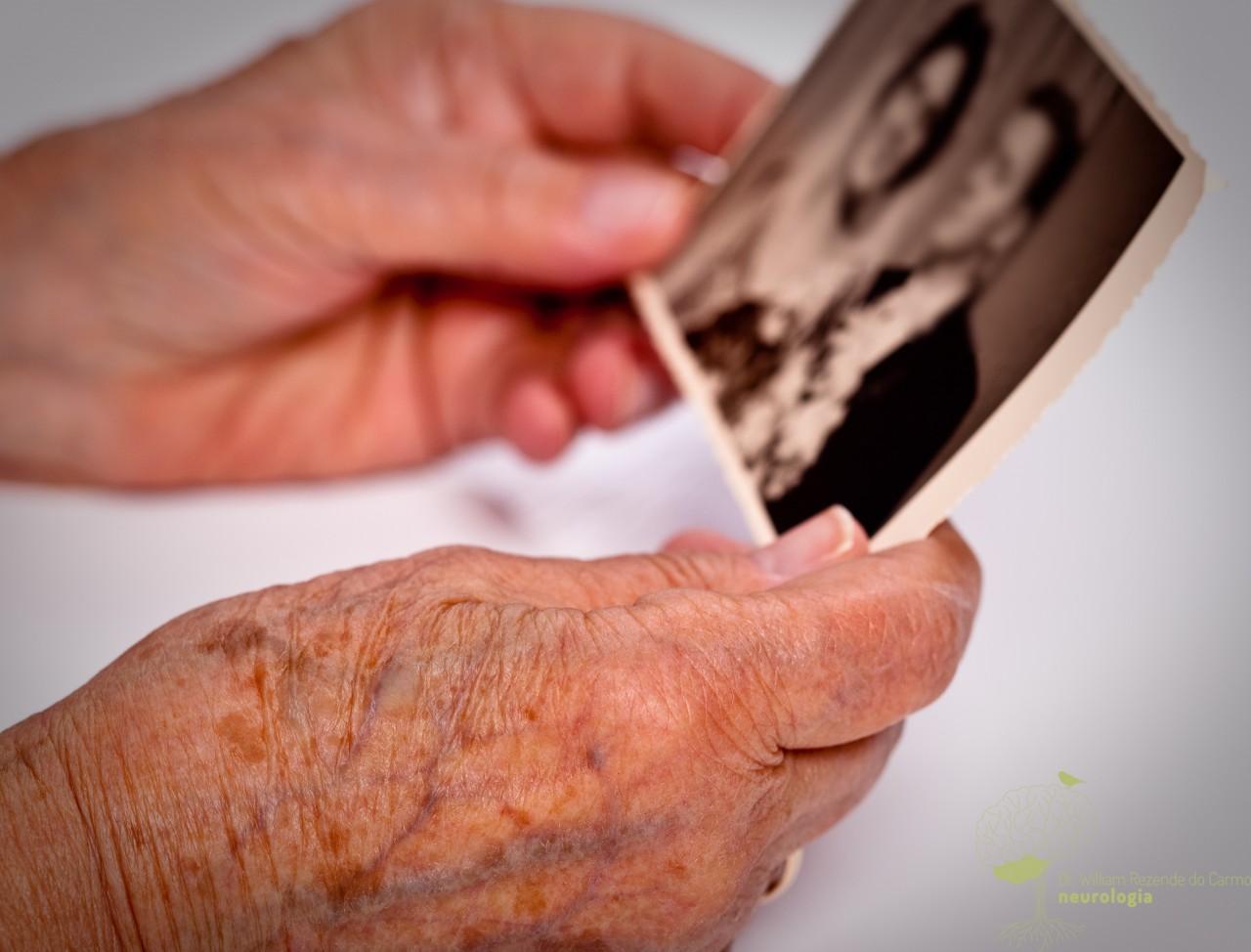 Problemas de memória em idosas podem ser sinal de demência
